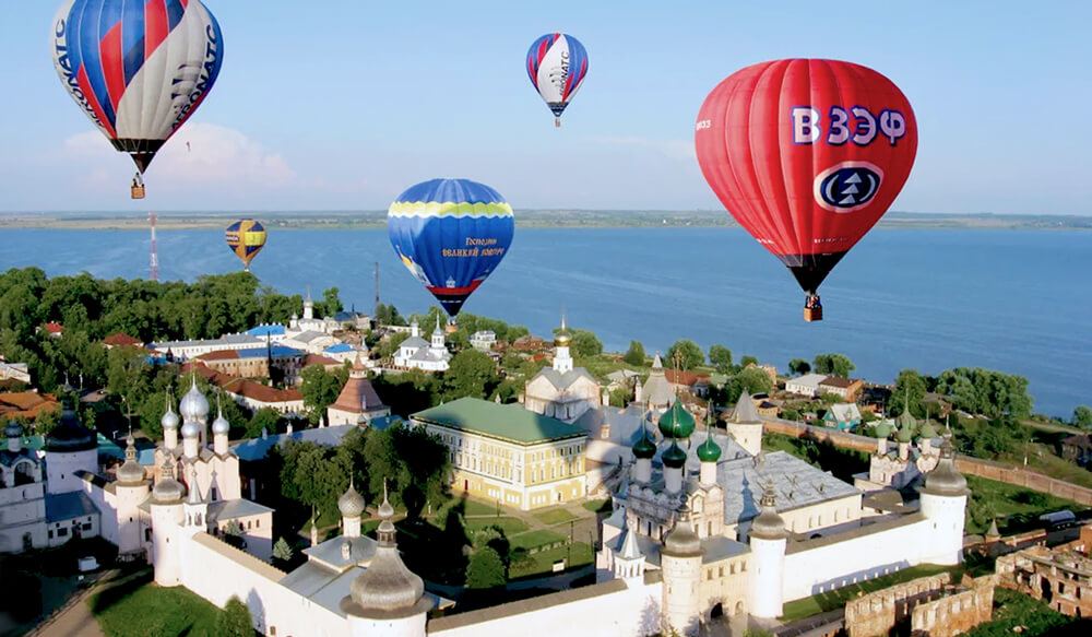 Фестиваль воздухоплавания в Переславле-Залесском. Проходит в июле